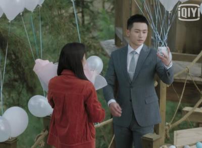 趙薇新劇《誰都渴望遇見你》高甜來襲,張泯用DR鉆戒浪漫求婚羅溪