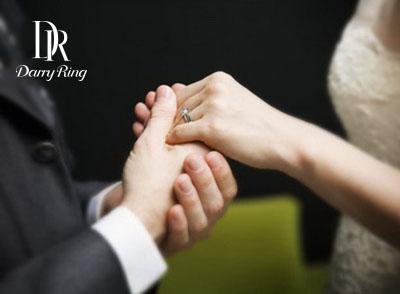 一个男人只能买一次的钻戒:用一生爱一个人
