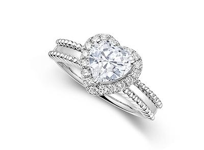 定制求婚钻戒时选择哪种款式女生更喜欢