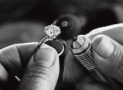 钻石戒指的价格解析