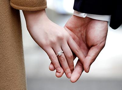 情侣带什么戒指好_情侣戒指的戴法 情侣戒指怎么带-Darry Ring戴瑞珠宝官网