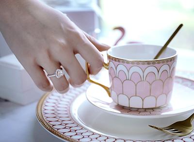 男方给女方结婚用品_女方要给男方买戒指吗?结婚戒指谁买比较合适?